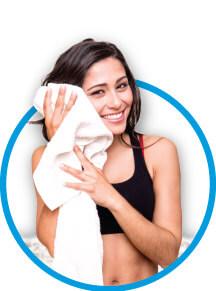 Servizi personal rent ragazza con asciugamano